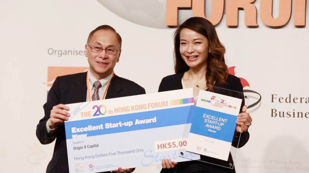 Sandra Wu accepts the Excellent Start-up Award for Origin X at the 20th Hong Kong Forum hosted by the Hong Kong Trade Development Council (HKTDC) and the Federation of Hong Kong Business Associations Worldwide (FHKBA)